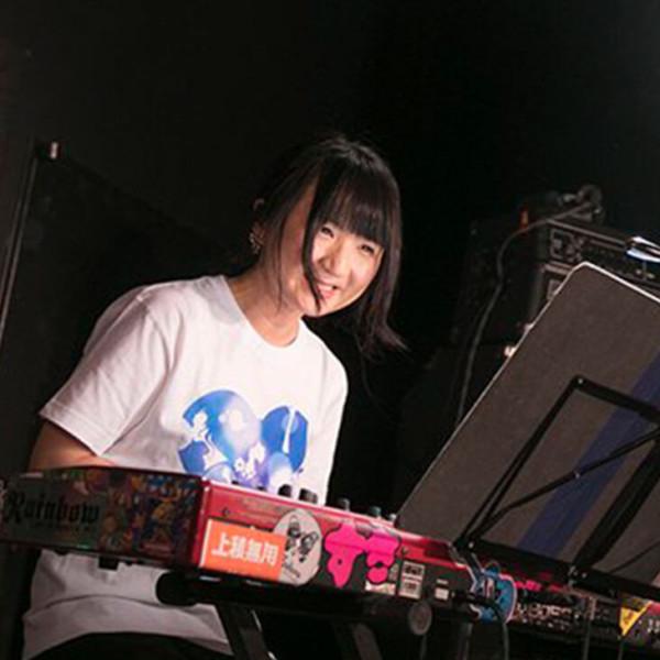 鳴海碧(キーボーディスト、コンポーザー、アレンジャー)